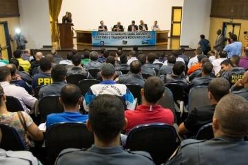 Mais de 100 policiais participam de treinamento de fiscalização de cargas