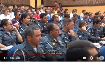 Policiais passam por treinamento para fiscalizar cargas