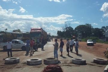 Rodovias são fechadas em Mato Grosso contra governo federal