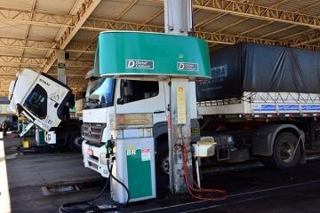 Nas refinarias, preço do diesel cai 10,4% e o da gasolina, 3,1%