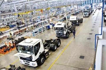 Vendas de caminhões e ônibus caem 17% em outubro