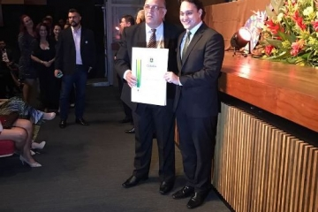 Eleus Amorim é homenageado com comenda do Legislativo