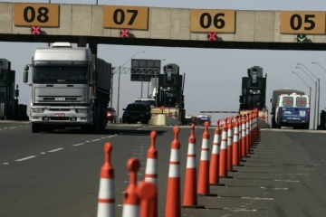 Caminhão que transportar produto da cesta básica poderá ter desconto em pedágio