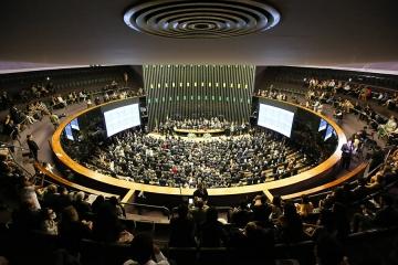 Pedido de vista adia votação do marco legal do transporte rodoviário de cargas