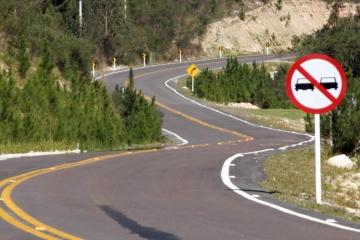 59,2% das rodovias brasileiras apresentam problemas de sinalização