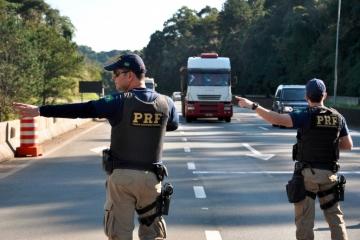 Polícia volta a fiscalizar horário de descanso de caminhoneiros nas rodovias