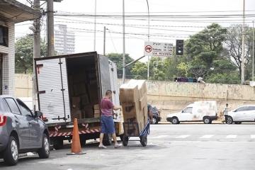 Metade das restrições para caminhões nas regiões metropolitanas é em horário integral