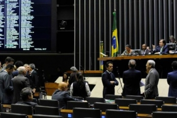 Falta de acordo adia votação do marco regulatório dos caminhoneiros; anistia de multas será via MP
