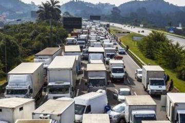 Plenário pode votar MPs que atendem reivindicações dos caminhoneiros.