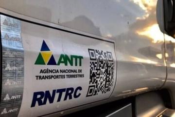 Falha no sistema da ANTT impede que caminhoneiros registrem documentos necessários para trabalhar.