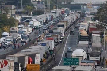 Transportadoras multadas em greve dos caminhoneiros fazem apelo a ministro do STF