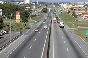 Obras de modernização de viaduto exigem mudanças no tráfego da via Dutra em Lorena, no Vale do Paraí