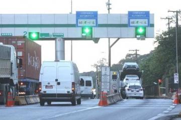 Fluxo de veículos pesados cai nas estradas pedagiadas