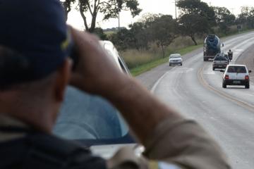 Comissão aprova projeto que só permite multar motorista quando velocidade exceder em 10% à permitida