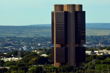 Bancos represam crédito e empresas enfrentam dificuldades