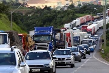 Demanda por transporte rodoviário de cargas no Brasil tem 1º recuo em um mês