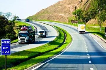 Tráfego de caminhões aumenta nas estradas pedagiadas